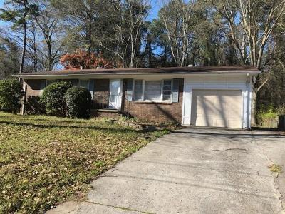 Clayton County Single Family Home For Sale: 465 Pinecrest Drive