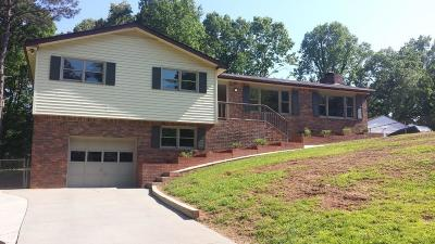 Single Family Home For Sale: 1592 Deerwood Lane