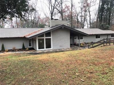 Cobb County, Fulton County Single Family Home For Sale: 825 Spalding Drive