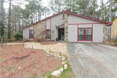 Roswell  Single Family Home For Sale: 930 Lake Haven Court