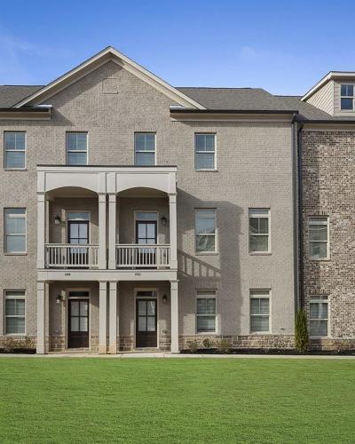 Smyrna Condo/Townhouse For Sale: 1292 Stone Castle Circle #24