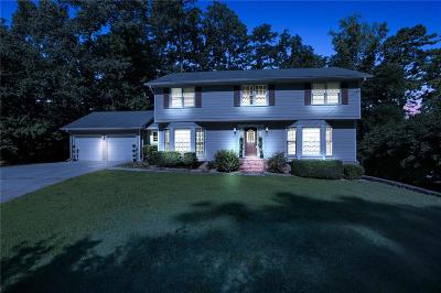 Marietta Single Family Home For Sale: 323 Woodstone Drive