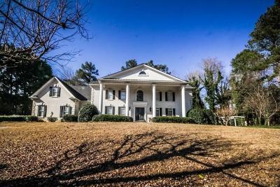 Roswell Single Family Home For Sale: 605 Winnmark Drive