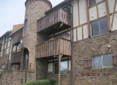 College Park Condo/Townhouse For Sale: 216 Camelot Drive