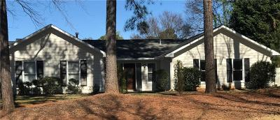 Roswell Single Family Home For Sale: 9805 Woodfall Drive
