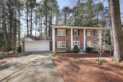 Roswell Single Family Home For Sale: 1230 Knoll Woods Court