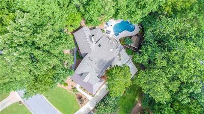 Atlanta Single Family Home For Sale: 990 Riverside Trace