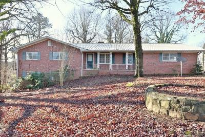 Hall County Single Family Home For Sale: 3960 Honeysuckle Road