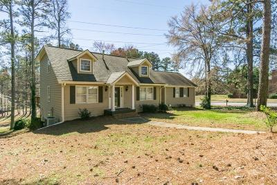 Single Family Home For Sale: 608 Holt Road