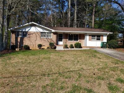 Atlanta Single Family Home For Sale: 2853 The Meadows Way