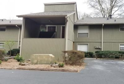 Peachtree Corners Condo/Townhouse For Sale: 6240 Overlook Road