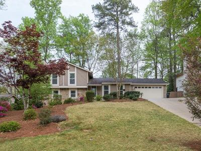 Roswell Single Family Home For Sale: 160 Moonshadow Court