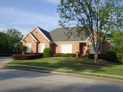 Loganville Single Family Home For Sale: 613 Peach Place