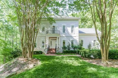 Roswell Single Family Home For Sale: 140 River Lake Court