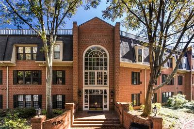 Atlanta Condo/Townhouse For Sale: 24302 Plantation Drive NE
