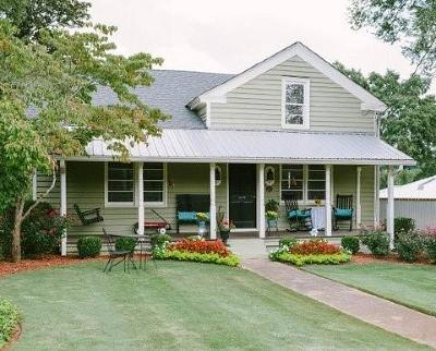 Roswell Single Family Home For Sale: 38 Sloan Street