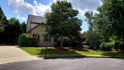 Suwanee Single Family Home For Sale: 585 Midhurst Place