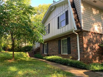 Carrollton Single Family Home For Sale: 106 Point O Woods Place