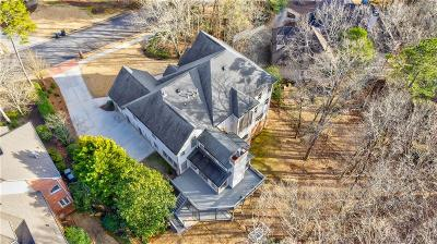 Roswell Single Family Home For Sale: 8505 Sentinae Chase Drive