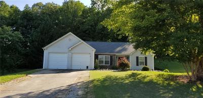 Forsyth County Single Family Home For Sale: 8455 River Bluff Place