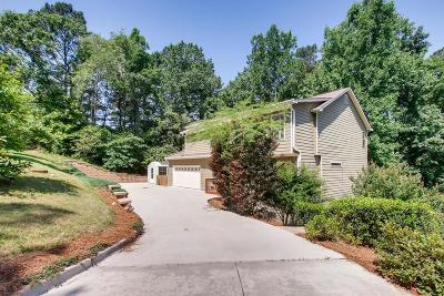 Roswell Single Family Home For Sale: 210 Fall Creek Trace