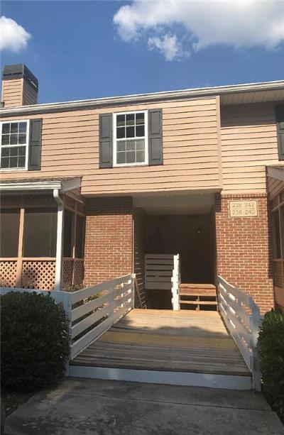Roswell Condo/Townhouse For Sale: 238 Quail Run #B