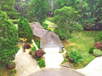 Roswell Single Family Home For Sale: 2710 Camden Glen Court