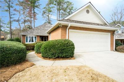Roswell Single Family Home For Sale: 2560 Camden Glen Court