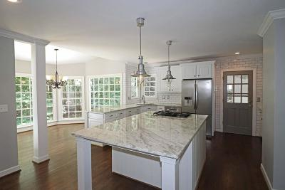 Alpharetta Single Family Home For Sale: 2805 Lakewind Court