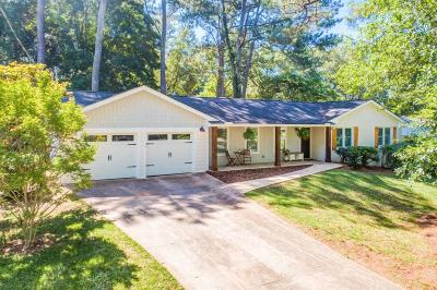 Roswell Single Family Home For Sale: 1065 Tuxedo Court
