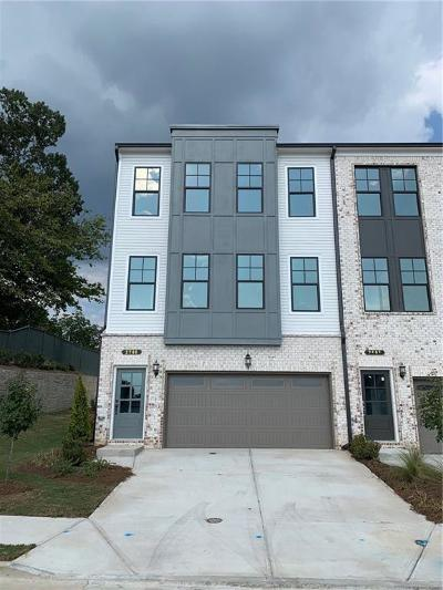 Norcross Condo/Townhouse For Sale: 2700 Sarah Carlin Court