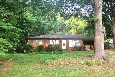 Roswell Single Family Home For Sale: 438 Afton Drive