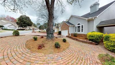 Cobb County Single Family Home For Sale: 2332 Oakwood Way SE