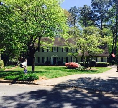 Roswell Single Family Home For Sale: 125 Northgate Court