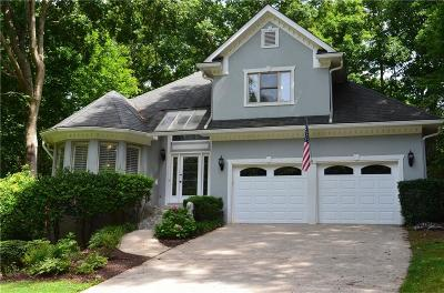 Roswell Single Family Home For Sale: 525 Willow View Way