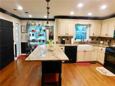 Kennesaw Single Family Home For Sale: 1255 Shiloh Trail East NW