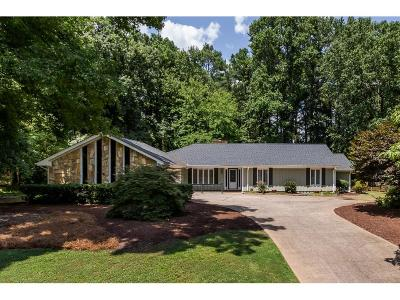 Roswell Single Family Home For Sale: 400 Saddle Horn Circle