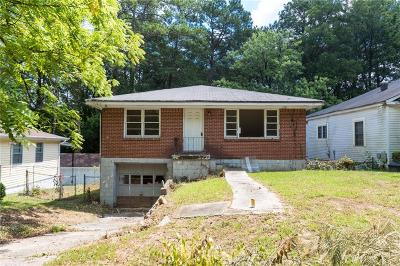 Single Family Home For Sale: 569 Woods Drive NW