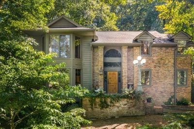 Atlanta Single Family Home For Sale: 9360 Huntcliff Trace
