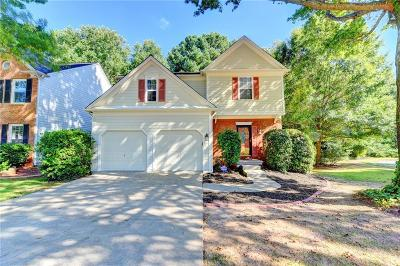 Roswell Single Family Home For Sale: 6060 Foxberry Lane