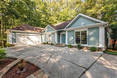 Suwanee Single Family Home For Sale: 82 Oakwood Hills Drive