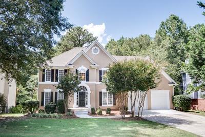 Suwanee Single Family Home For Sale: 715 Amberton Close