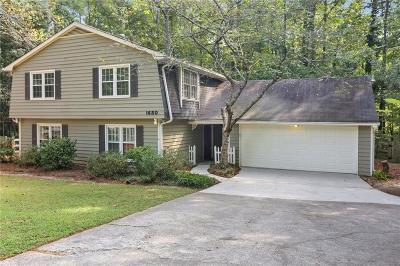Marietta Single Family Home For Sale: 1650 Canton Hills Circle