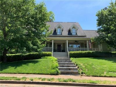 Atlanta Single Family Home For Sale: 521 Ivy Place NE