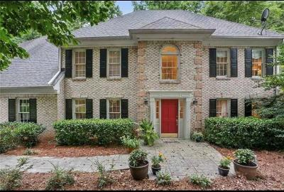 Roswell Single Family Home For Sale: 140 River Landing Drive