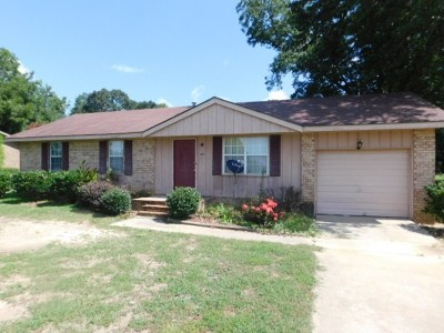Single Family Home For Sale: 2217 Quaker Road