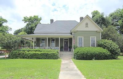 Waynesboro Single Family Home For Sale: 851 Academy Avenue