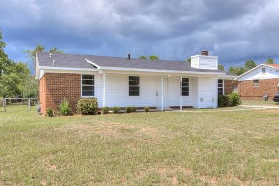 Single Family Home For Sale: 3914 Fairington Drive