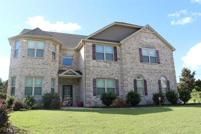 Fayetteville Single Family Home For Sale: 215 Legends Dr