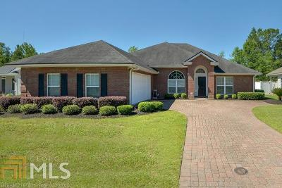 Single Family Home For Sale: 210 Majestic Oaks Dr
